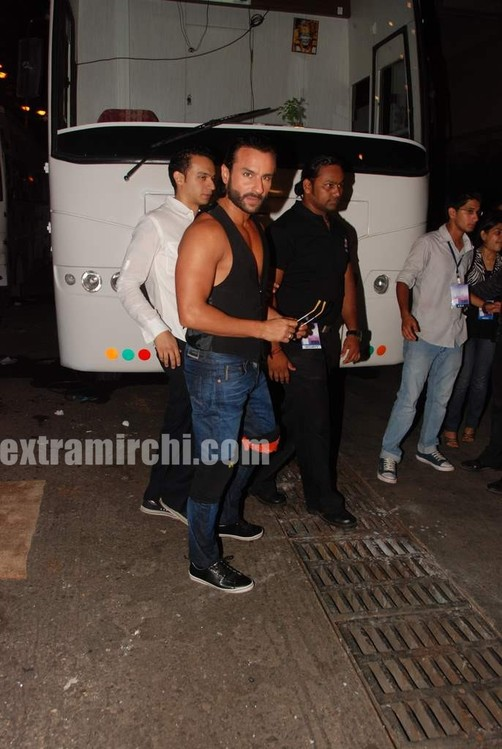 saif-ali-khan-at-I-AM-She-2010-Miss-Universe-India-Pageant-finals-red-carpet.-2.jpg