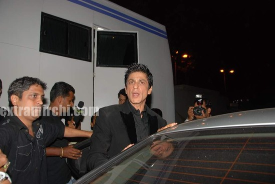 shahrukh-khan-at-I-AM-She-2010-Miss-Universe-India-Pageant-finals-red-carpet.-1.jpg