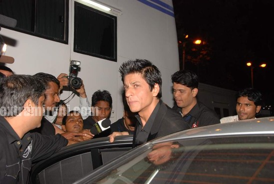 shahrukh-khan-at-I-AM-She-2010-Miss-Universe-India-Pageant-finals-red-carpet.-2.jpg