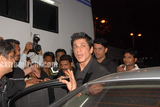 shahrukh-khan-at-I-AM-She-2010-Miss-Universe-India-Pageant-finals-red-carpet.-3.jpg