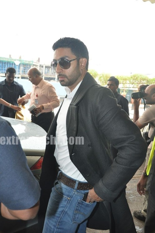 Abhishek-Bachchan-leave-for-Raavan-Promotions-in-London-4.jpg