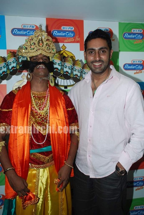 Abhishek-at-Radio-City-to-promote-Raavan-4.jpg