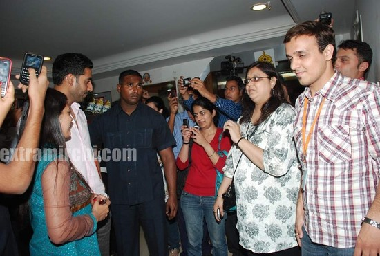 Abhishek-at-Radio-City-to-promote-Raavan-7.jpg