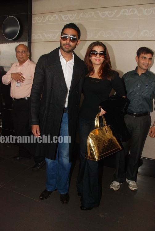 Aishwarya-Rai-and-Abhishek-Bachchan-leave-for-Raavan-Promotions-in-London-2.jpg