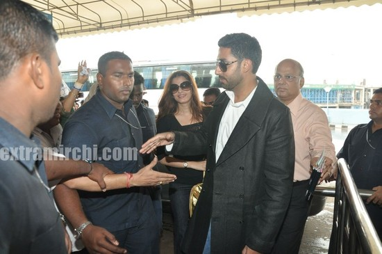 Aishwarya-Rai-and-Abhishek-Bachchan-leave-for-Raavan-Promotions-in-London-5.jpg