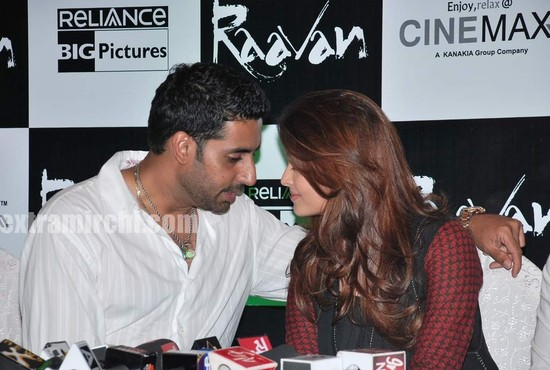 Aishwarya-Rai-and-Abhishek-bachchan-at-Raavan-promotional-event-2.jpg