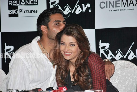 Aishwarya-Rai-and-Abhishek-bachchan-at-Raavan-promotional-event-3.jpg