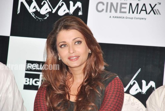 Aishwarya-Rai-at-Raavan-promotional-event-1.jpg