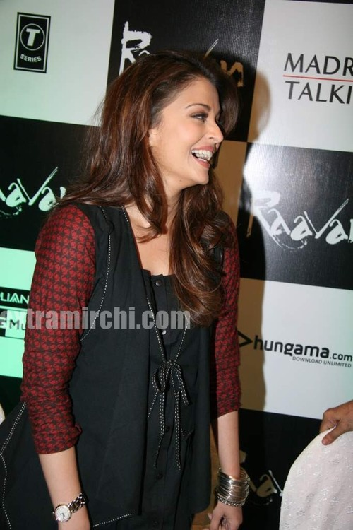 Aishwarya-Rai-at-Raavan-promotional-event-4.jpg