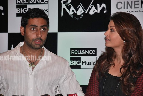 Aishwarya-Rai-at-Raavan-promotional-event-8.jpg