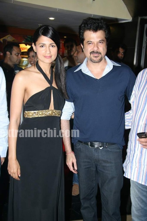 Anil-Kapoor-and-Aruna-Shields-at-Mr-Singh-Mrs-Mehta-special-show-1.jpg