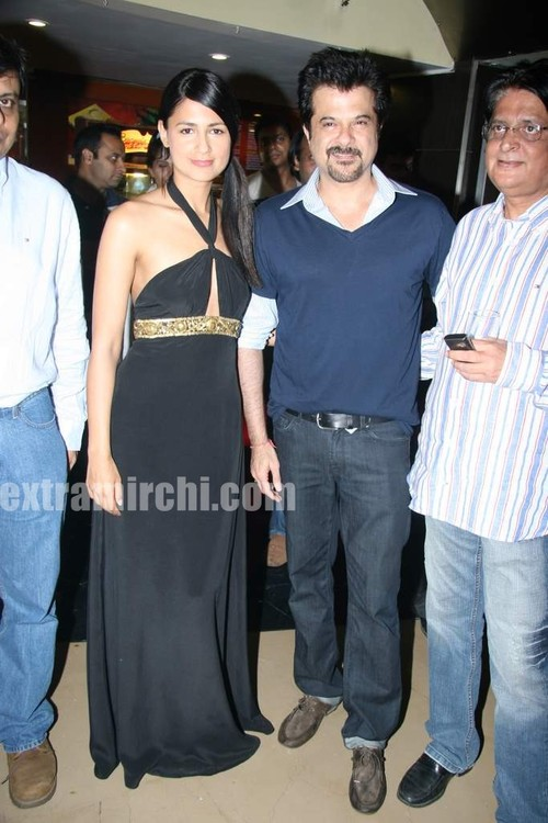 Anil-Kapoor-and-Aruna-Shields-at-Mr-Singh-Mrs-Mehta-special-show.jpg