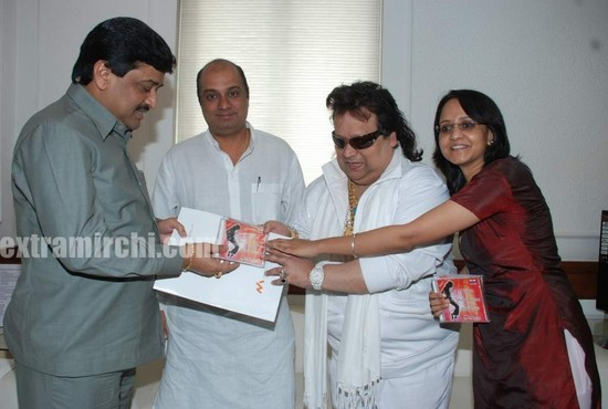 Bappi-Lahiri-Audio-CD-to-pay-tribute-to-Michael-Jackson-1.jpg
