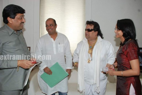 Bappi-Lahiri-Audio-CD-to-pay-tribute-to-Michael-Jackson.jpg