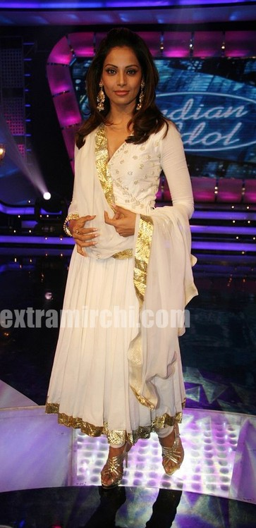 Bipasha-Basu-at-Indian-Idol-5.jpg
