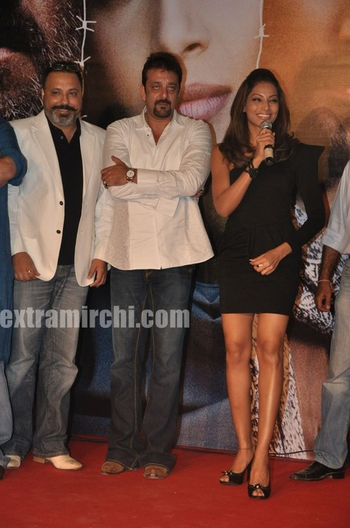 Bipasha-Basu-at-Kunal-unveil-Lamhaa-Music-album-1.jpg