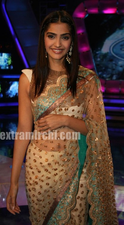 Bollywood-actor-Sonam-Kapoor-and-Imran-Khan-at-Indian-Idol-5-3.jpg