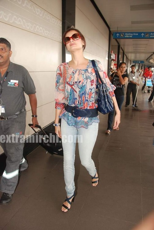 Dia-Mirza-leave-for-IIFA-Colombo-3.jpg