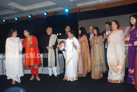 Gautam-Rajadhyaksha-launched-his-Marathi-coffee-table-book-Chehre-7.jpg