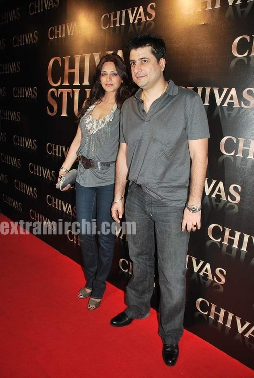 Goldie-Behl-and-Sonali-Bendre-at-Chivas-Studio-party-1.jpg