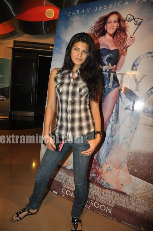 Jacqueline-Fernande-at-Sex-and-the-City-2-Mumbai-premiere-1.jpg