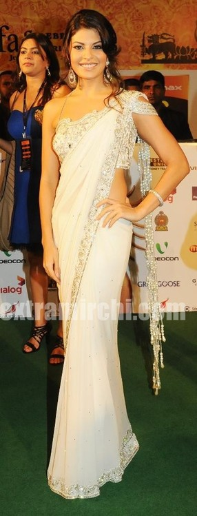 Jacqueline-Frenandez-in-a-saree-by-Manav-Gangwani-Awards-Night.jpg