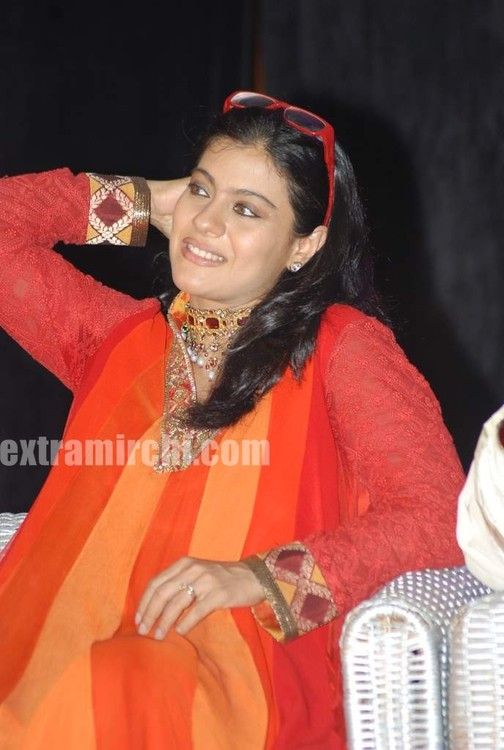 Kajol-at-the-launch-of-Gautam-Rajadhyaksha-book-2.jpg