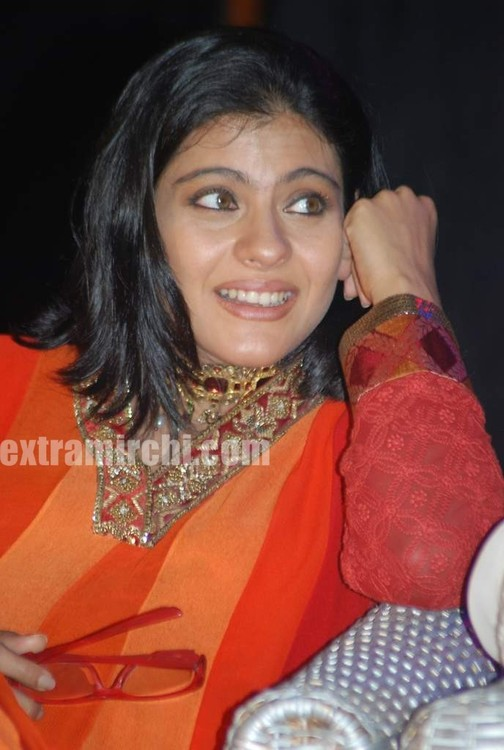 Kajol-at-the-launch-of-Gautam-Rajadhyaksha-book-3.jpg