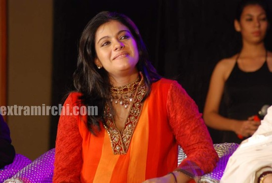 Kajol-at-the-launch-of-Gautam-Rajadhyaksha-book-6.jpg
