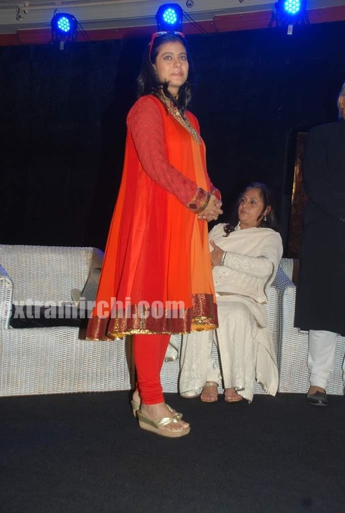 Kajol-at-the-launch-of-Gautam-Rajadhyaksha-book-7.jpg