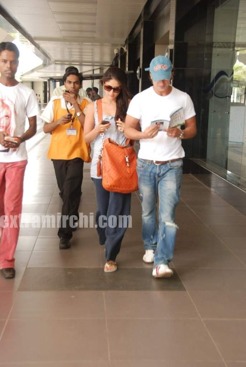 Kareena-Kapoor-and-Saif-Ali-Khan-returns-from-IIFA-to-Mumbai-3.jpg