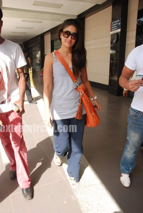 Kareena-Kapoor-and-Saif-Ali-Khan-returns-from-IIFA-to-Mumbai-6.jpg