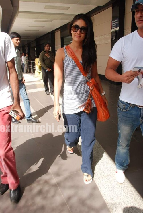 Kareena-Kapoor-and-Saif-Ali-Khan-returns-from-IIFA-to-Mumbai-8.jpg