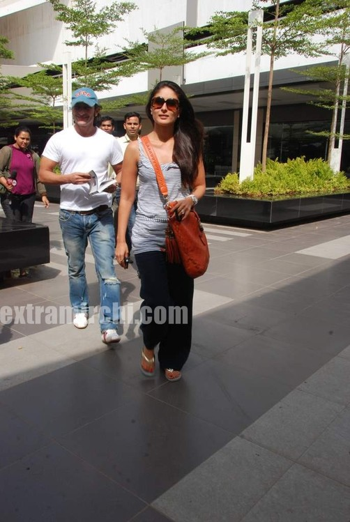 Kareena-Kapoor-and-Saif-Ali-Khan-returns-from-IIFA-to-Mumbai-9.jpg