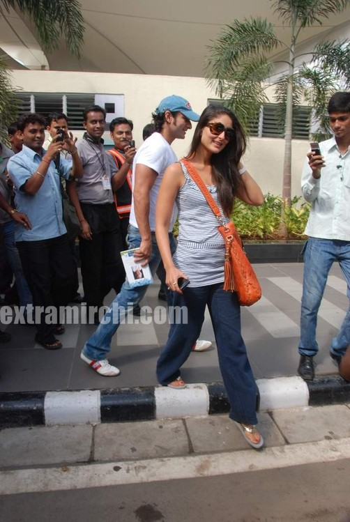 Kareena-Kapoor-and-Saif-Ali-Khan-returns-from-IIFA-to-Mumbai.jpg