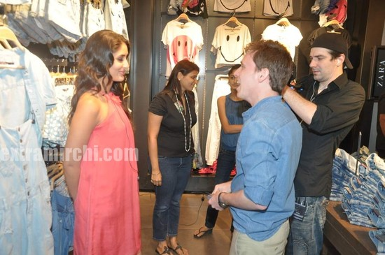 Kareena-Kapoor-at-Zara-store-launch-Pictures-10.jpg