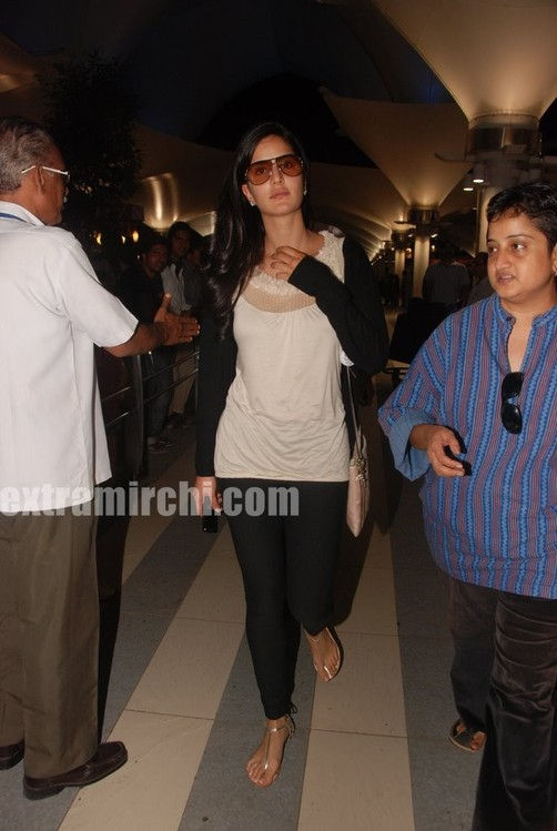 Katrina-Kaif-returns-from-Rajneethi-Dubai-Promotions-13.jpg