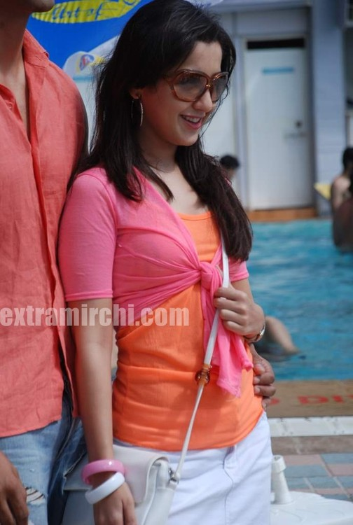 Mallika-Kapoor-at-Fosters-Chilling-poolside-barbeque-party-2.jpg