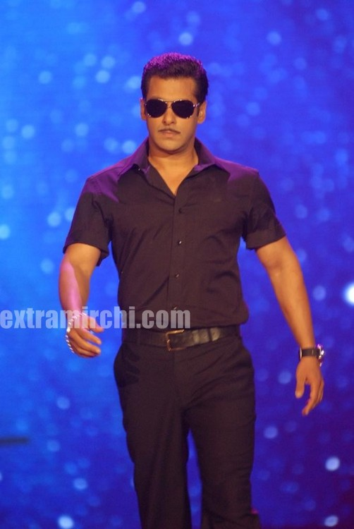 Salman-Khan-at-the-IIFA-Fashion-Extravaganza-2010.jpg