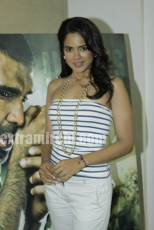 Sameera-Reddy-photos.jpg