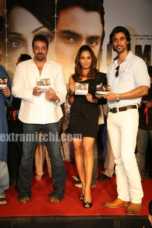 Sanjay-Dutt-and-Bipasha-Basu-at-Lamhaa-Music-album.jpg
