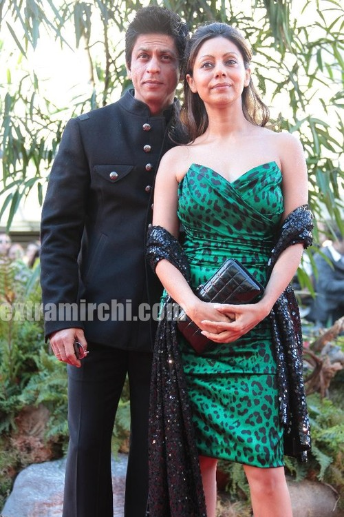 Shahrukh-Khan-and-Gauri-Khan-at-Raavan-premiere-in-London.jpg