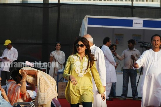 Shilpa-Shetty-and-Shamita-Shetty-at-Sri-Amma-Bhagavan-Mukti-Darshan-12.jpg