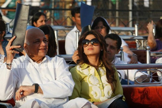 Shilpa-Shetty-and-Shamita-Shetty-at-Sri-Amma-Bhagavan-Mukti-Darshan.jpg
