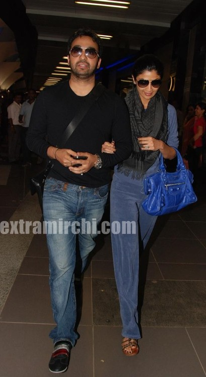Shilpa-Shetty-with-her-husband-Raj-Kundra-4.jpg