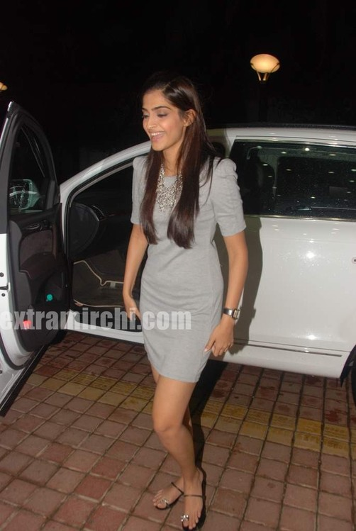 Sonam-Kapoor-at-Fever-FM-1.jpg