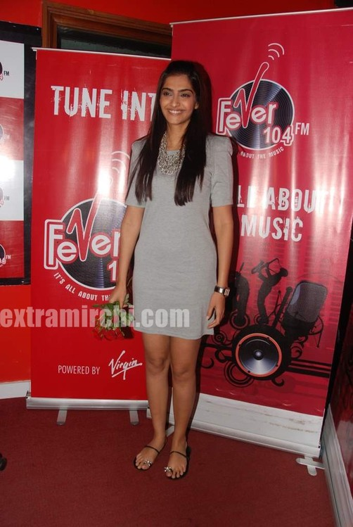Sonam-Kapoor-at-Fever-FM-2.jpg