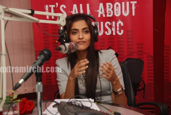 Sonam-Kapoor-at-Fever-FM-5.jpg