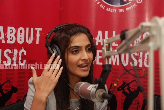 Sonam-Kapoor-at-Fever-FM-6.jpg