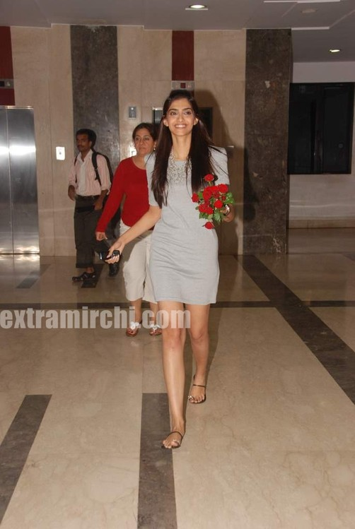Sonam-Kapoor-at-Fever-FM-7.jpg